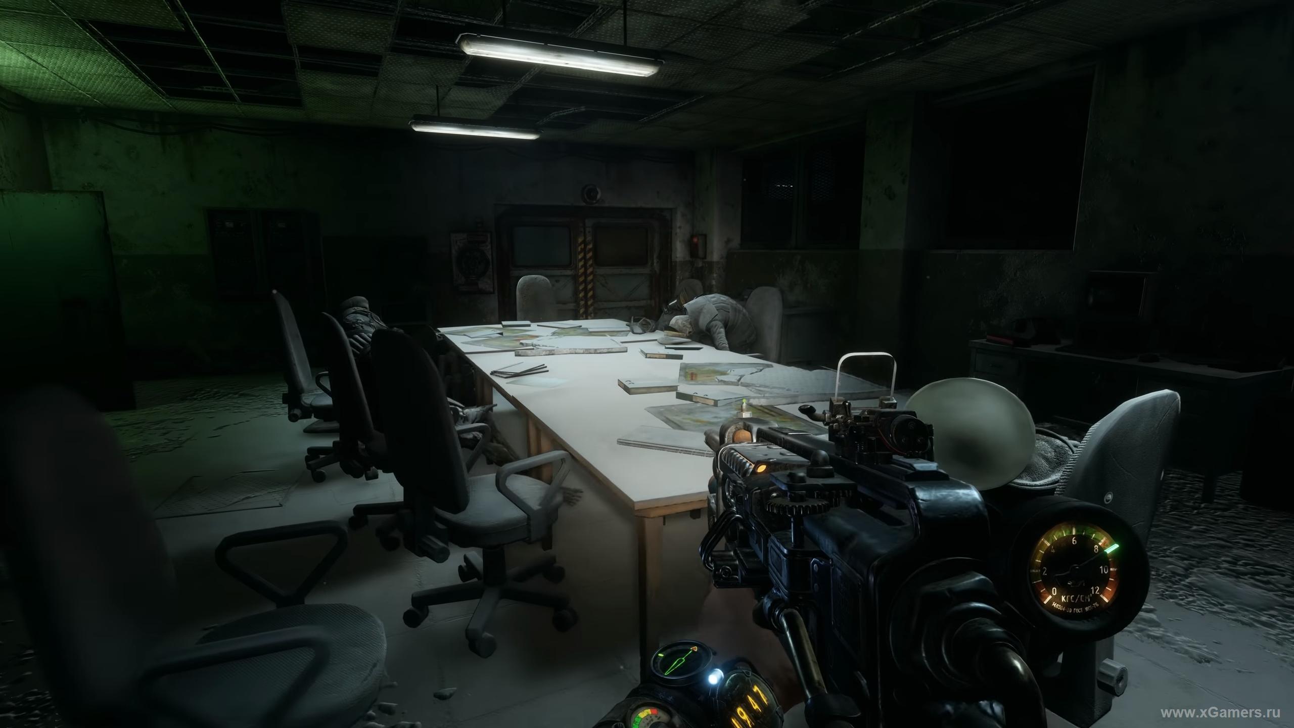 Комната управления, любопытная аудиозапись на столе